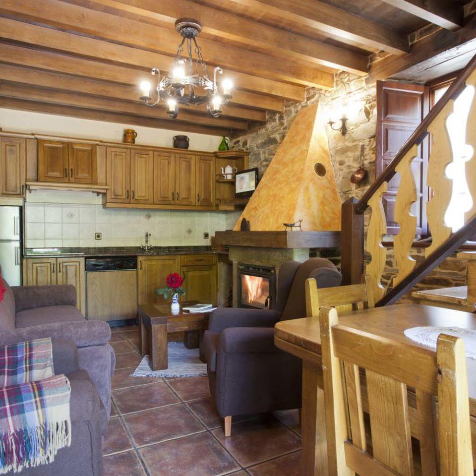 Salón-cocina con chimenea_ Casa Ferrería 1