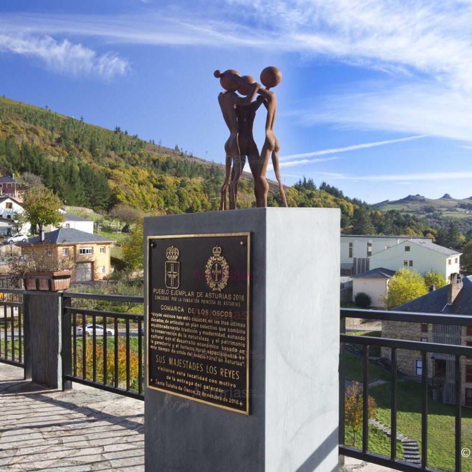 Oscos Pueblo Ejemplar_ Escultura en Santalla